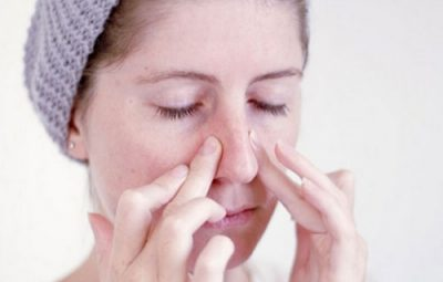 Nổi hạch cổ, đau họng khạc đờm ở mũi có máu là bị bệnh gì