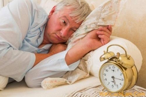 Những mẹo điều trị chứng mất ngủ ở người già