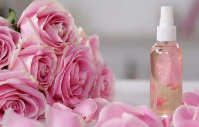 Tinh dầu hoa hồng có thể trị mụn và làm đẹp da