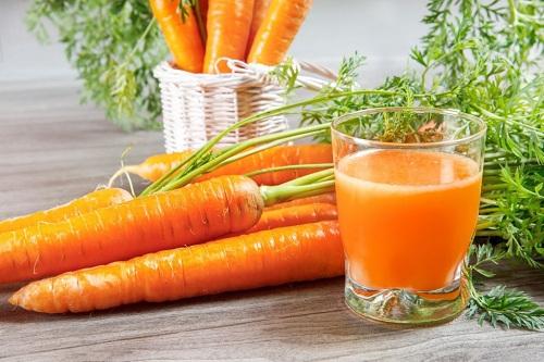 Những lợi ích thần kỳ của nước ép cà rốt đối với sức khỏe