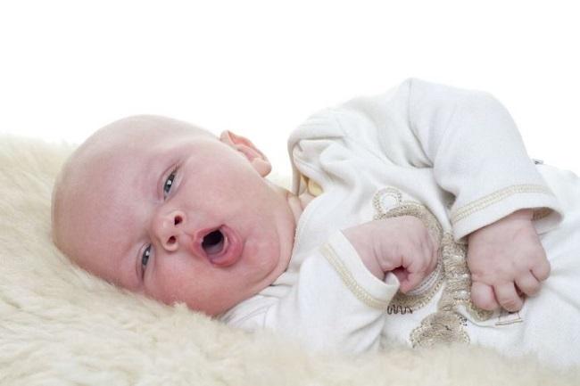Phải làm gì khi trẻ bị đờm trong họng