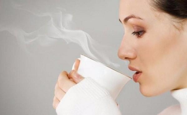 Uống nước nóng có thể giảm nghẹt mũi