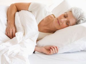 Mẹo chữa mất ngủ ở người cao tuổi không cần dùng thuốc