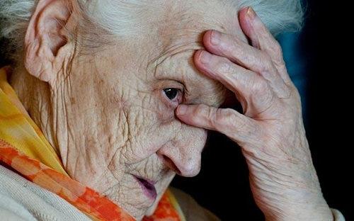 Bệnh thường gặp ở người già và khiến cuộc sống của họ bị ảnh hưởng rất nhiều