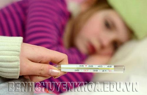 Viêm đường hô hấp trên gây sốt cao và sốt thành cơn