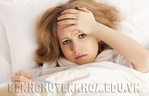 Bị viêm loét miệng kèm sốt bệnh có nguy hiểm không