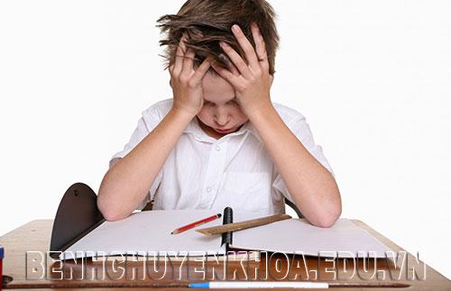 Trẻ học hành quá tải, lo lắng dẫn tới bệnh đau dạ dày