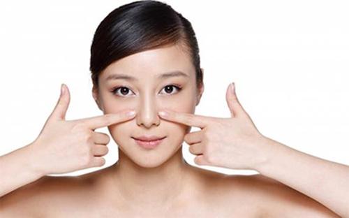 Vuốt mũi cũng giúp nâng mũi hiệu quả