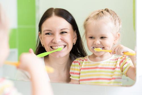 Hướng dẫn cách chăm sóc răng miệng cho trẻ hiệu quả
