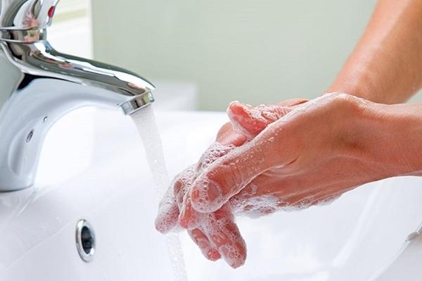 Rửa tay thường xuyên để phòng dịch virus corona